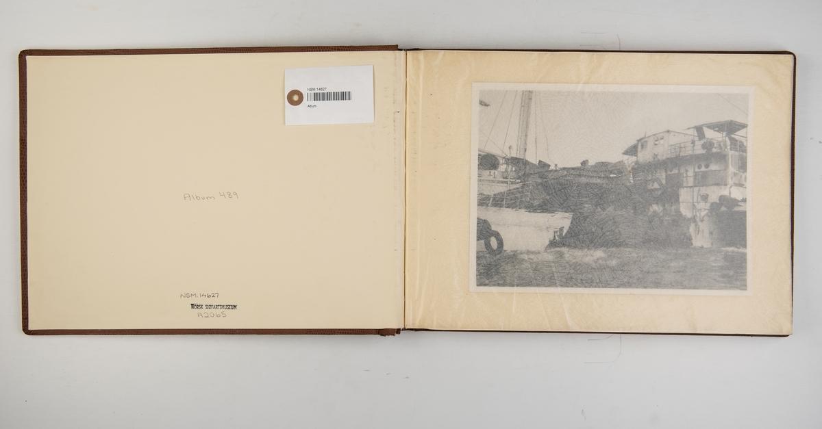 Fotoalbum med fotografier fra M/T 'Espa' til reparasjon ved Boele's Scheepswerven, Bolnes, Holland.