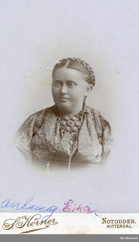 Portrtettfoto av Anlaug Eika, født Sem