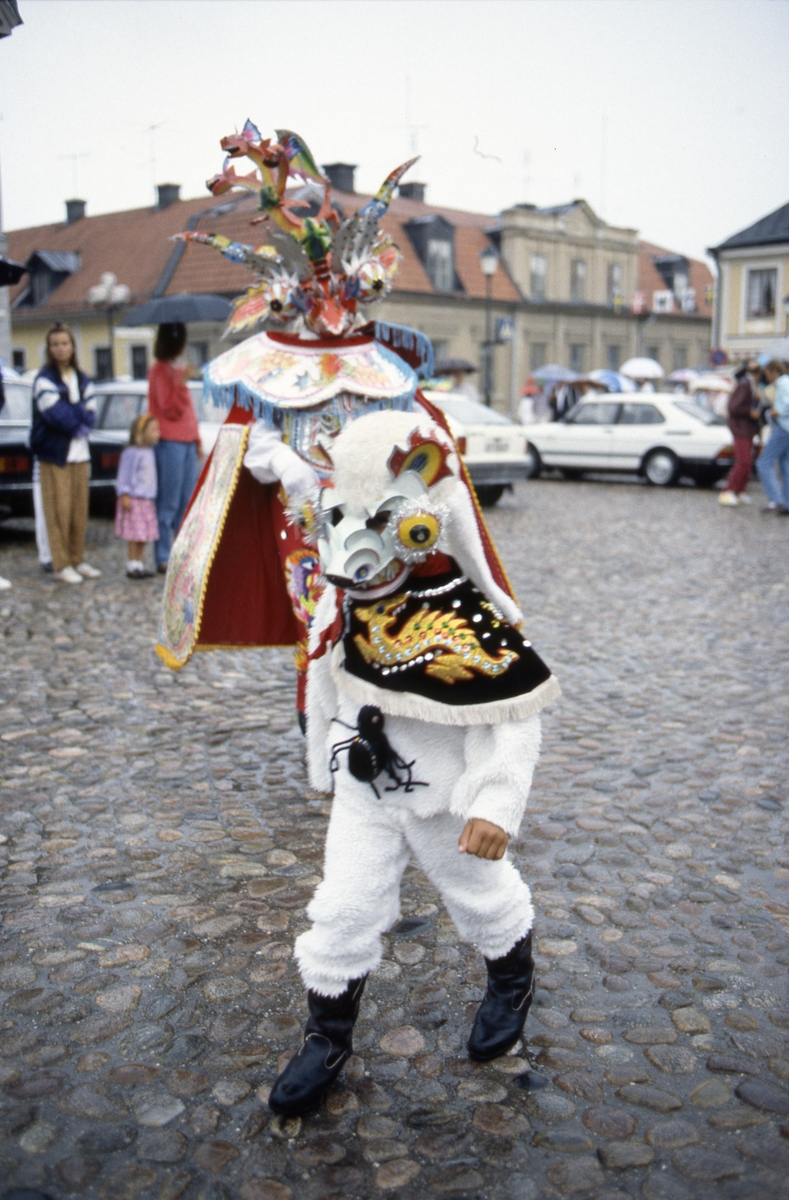 Utklädd dansare under Karnevalen. Stora torget