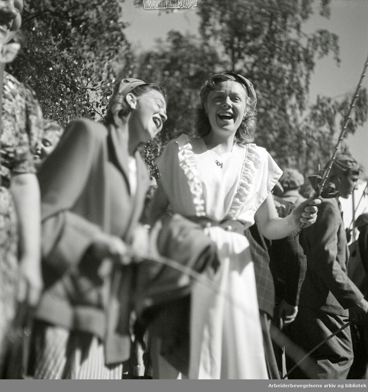 Russ. Nordstrand Gymnas. Slottsplassen, 17. Mai 1948.