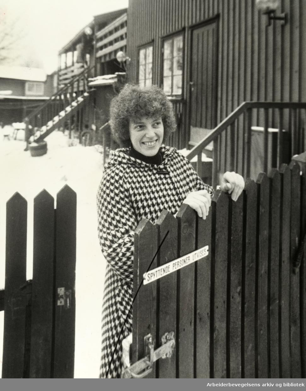 Kampen. Kari Winnæss trives med å bo i Normannsgata 37. Januar 1980