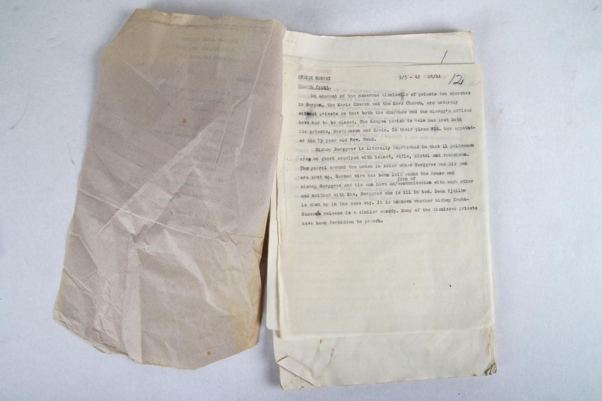 """""""Krigskommunikeer"""", manuskripetr p engelsk og norsk fra BBC under krigen (1942). Manuskriptet til dei norsk utsendingane over BBC 9.mai 1942."""