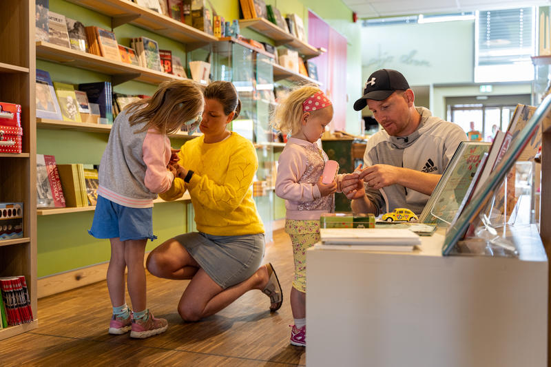 Familie i museumsbutikken på Glomdalsmuseet (Foto/Photo)