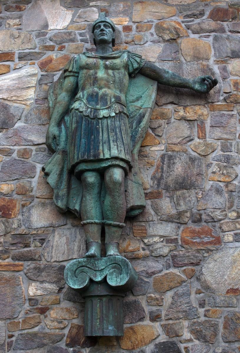 Gallionsfigur av den romerske keiser AURELIAN. Figuren hang i baugen på skipet MT AURELIAN tilhørende Hilmar Reksten.