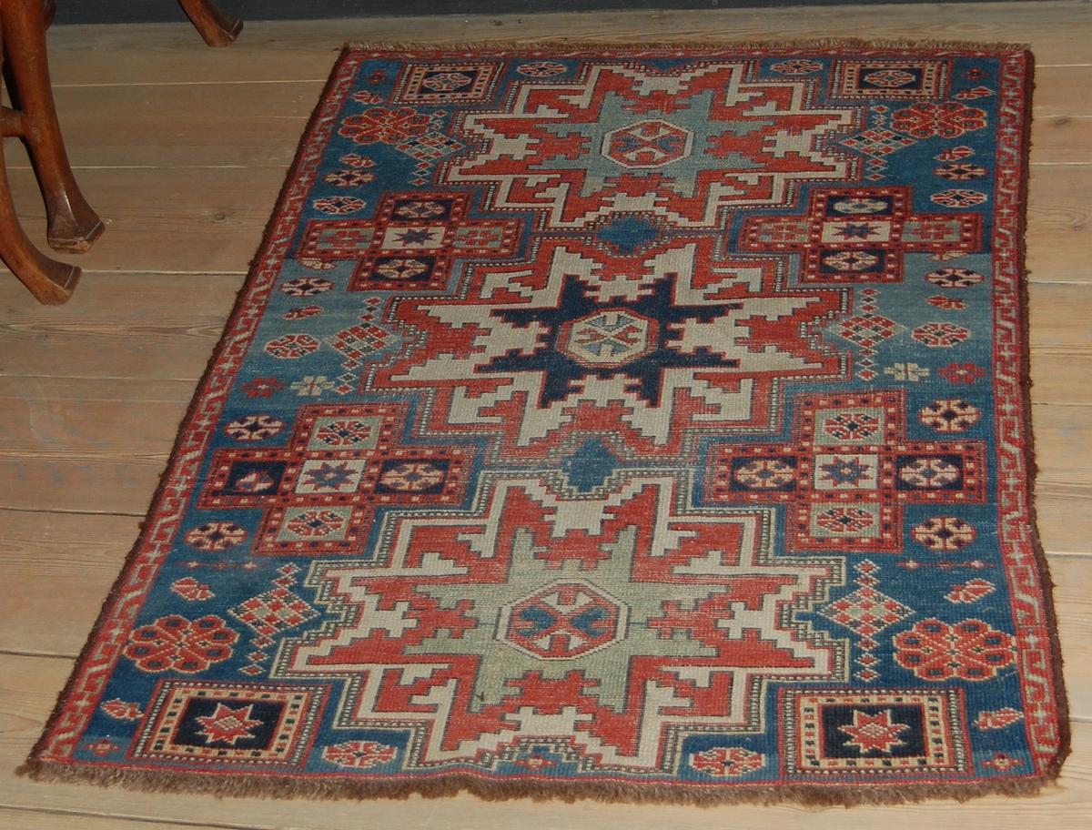 Antik Caberstan (Russland). Stjerneformede mønstre langs midten, smal kantbord.