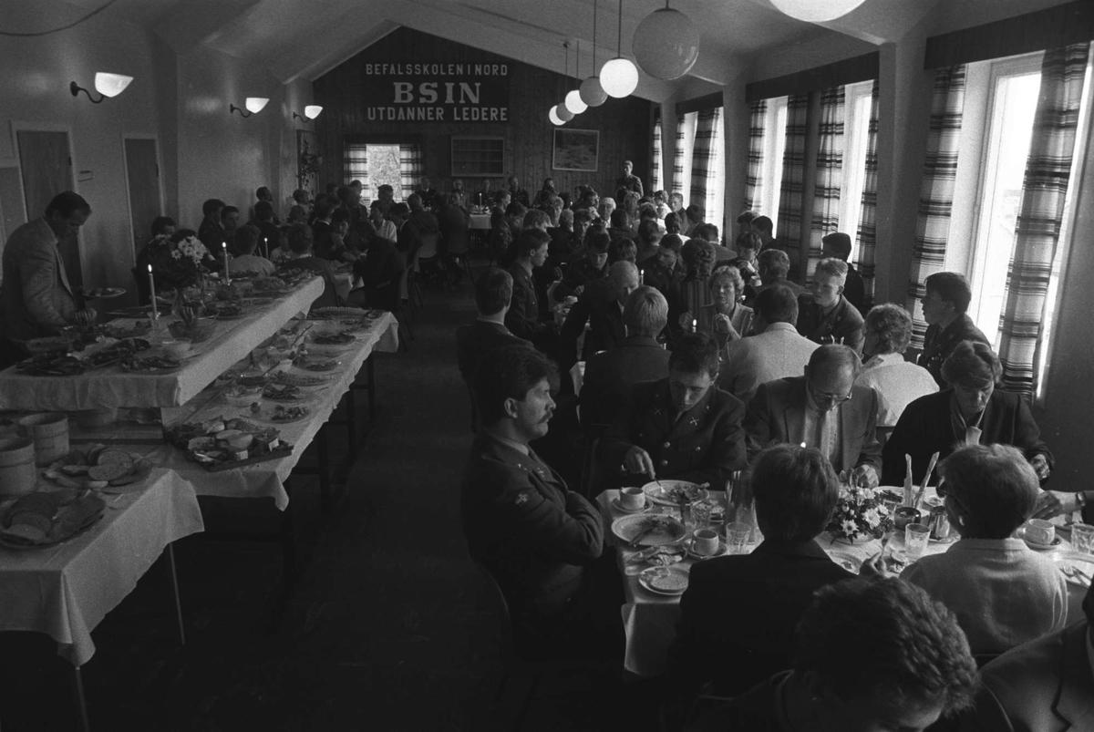 Feststmiddag i messa i Ila leir.
