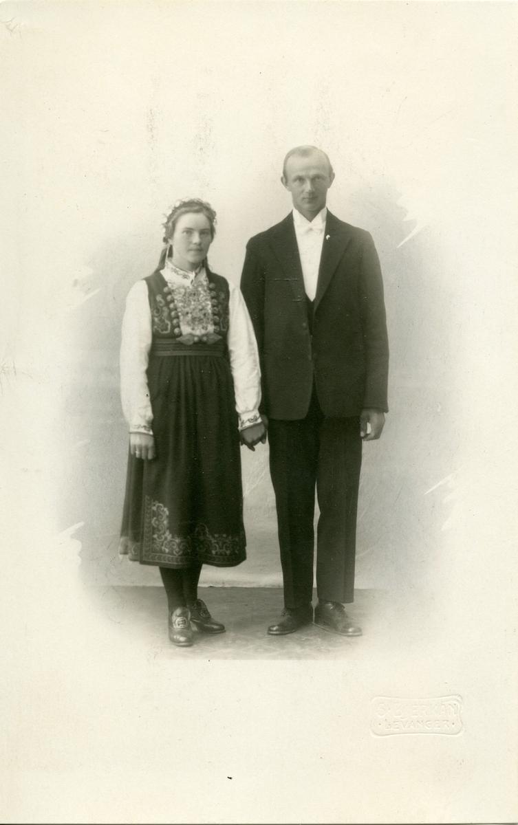 Brudebilete av Gunhild (f. Børte) og Jon Aarnset