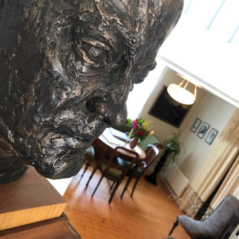 Sigurd Hoel skulptur, profil, hollands vinkel