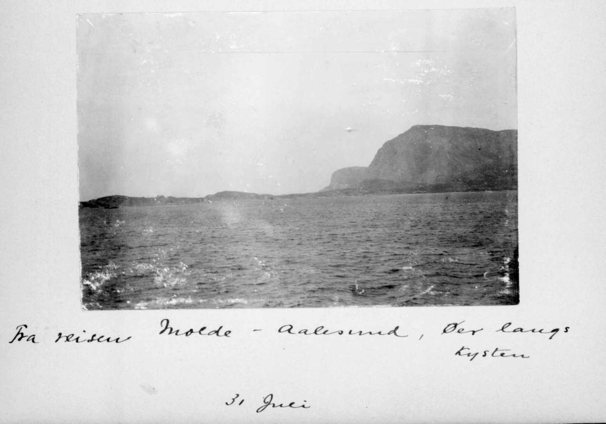 Repro: Fra reisen Molde-Ålesund - øyer langs kysten.