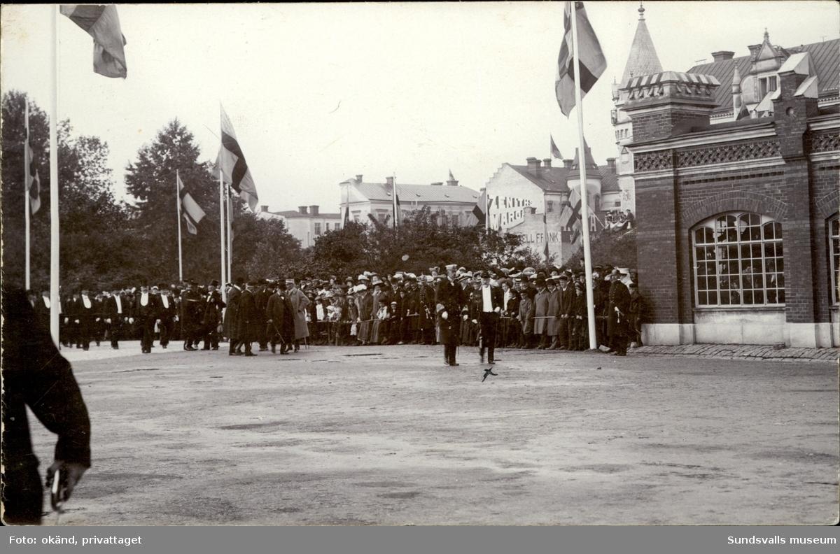 Vykort med motiv över kung Gustav V besök i Sundsvall.