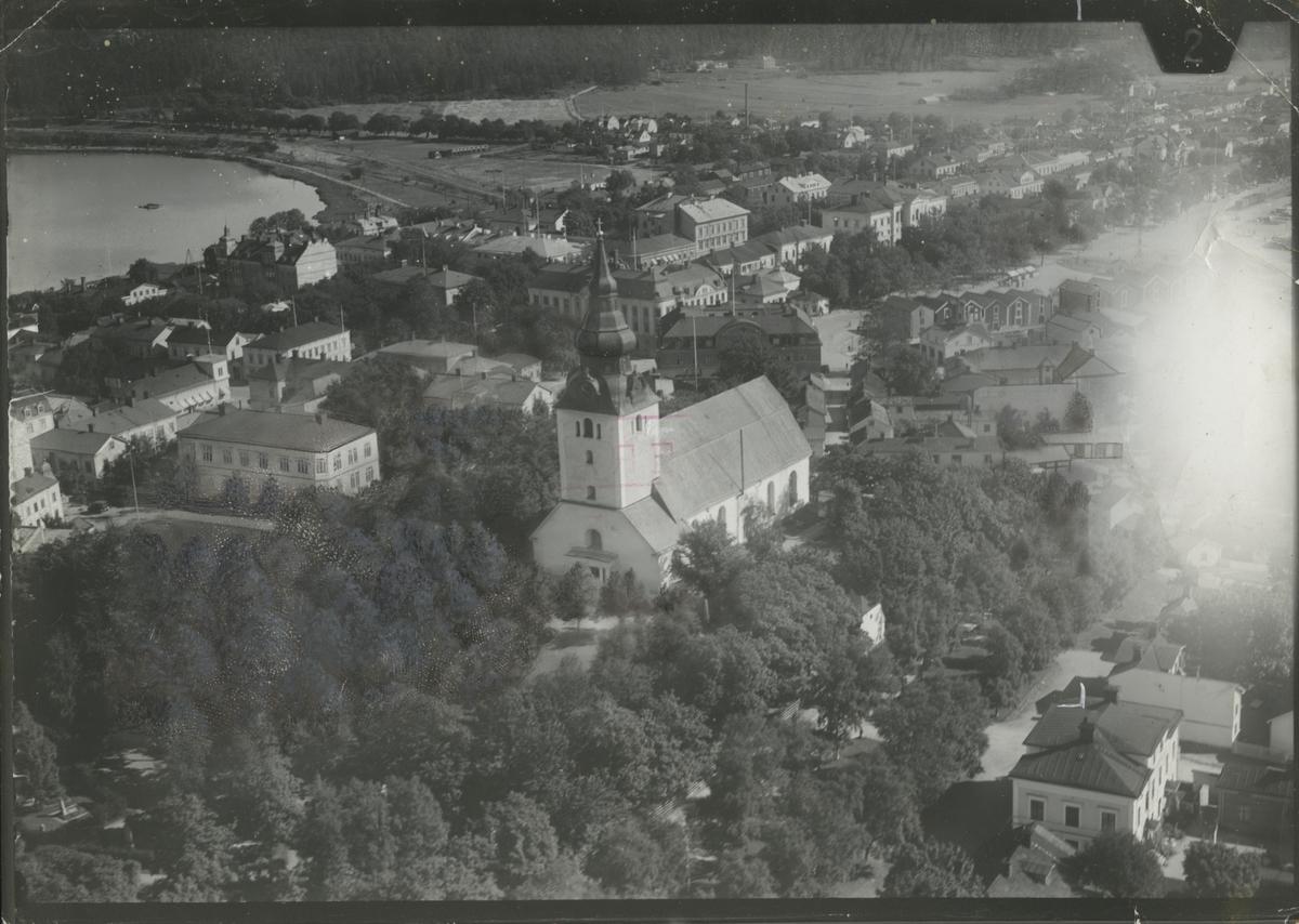 Flygfoto över Hudiksvall och kyrkan.