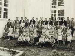 Konfirmanter i Vallset kirke 1933. 1. rekke: Ole Hval, Lars
