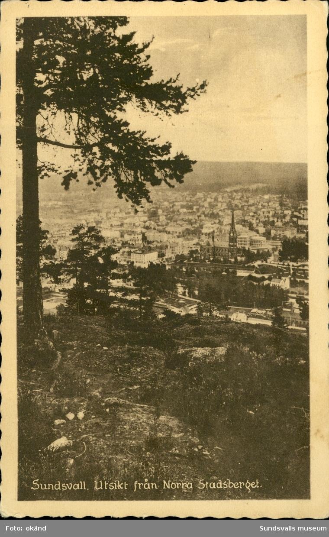 Vykort med motiv över Sundsvall sedd från Norra Stadsberget.