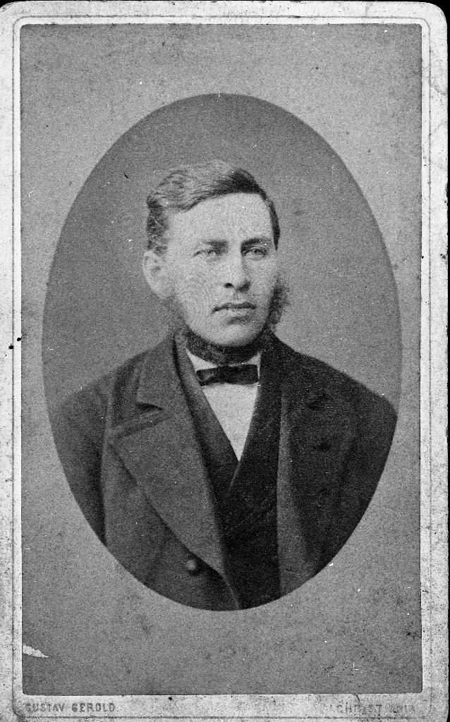 Karl Aanestad (23.9.1840 - 28.7.1901) var fødd på Varhaug. Han åtte bruk 2 på Tunheim. I mange år var han styrar på Amtskulen i Rogaland.