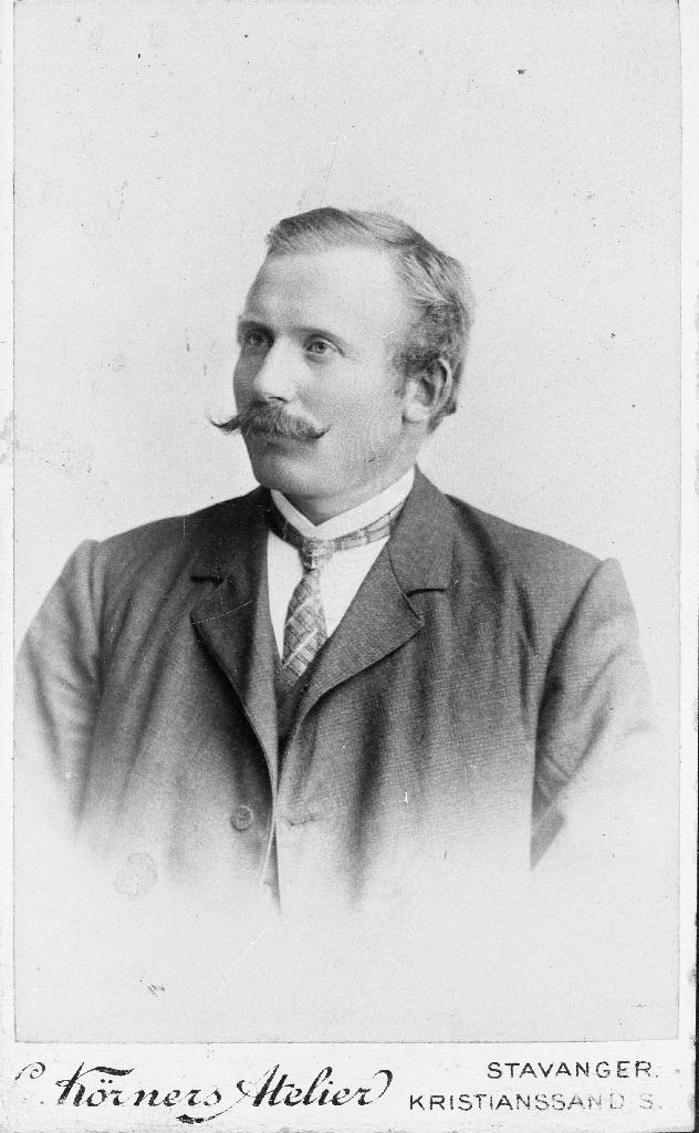 Tønnes Brekken (20.9.1878 - 24.1.1946). Han var son til Tønnes A. og Inger Brekken frå garden Brekko, gnr. 36.