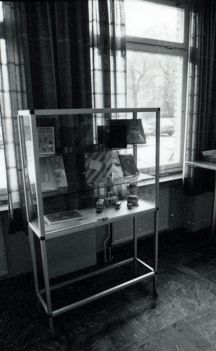 Dokumentatin av postkontoret Halmstad 2, Badhusgatan 4, Halmstad. Postkontoret upphörde den 30 oktober  1987.