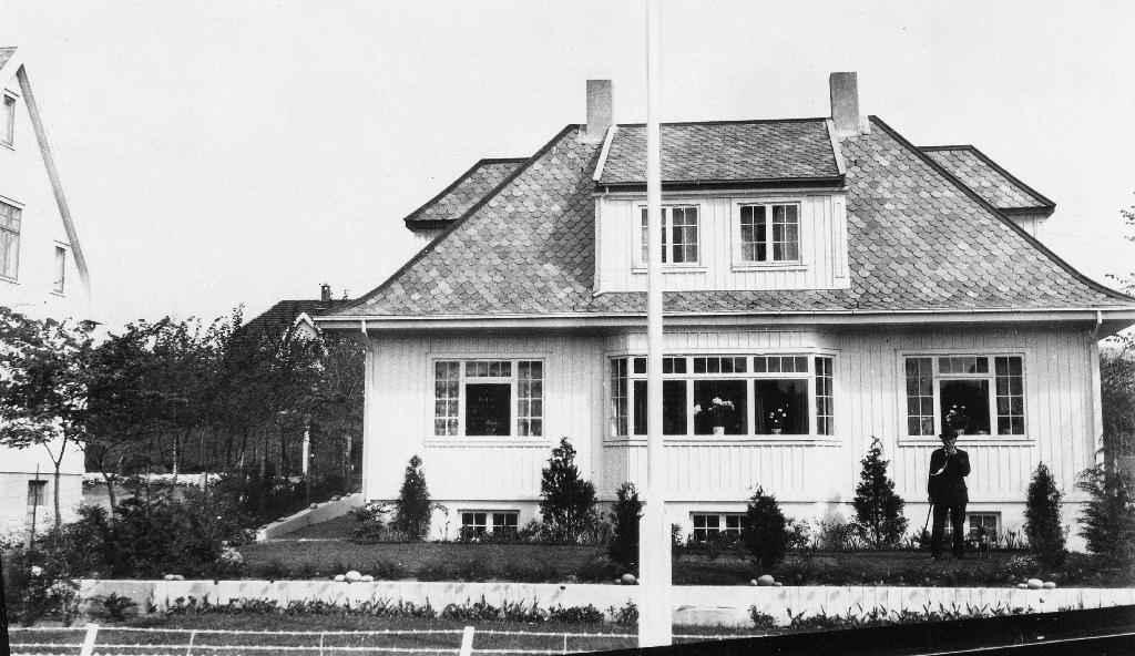 """Eigedomen """"Mindehagen"""" bygd i 1931. Eigar på den tid var stasjonsmester i NSB, Elias Mossige."""