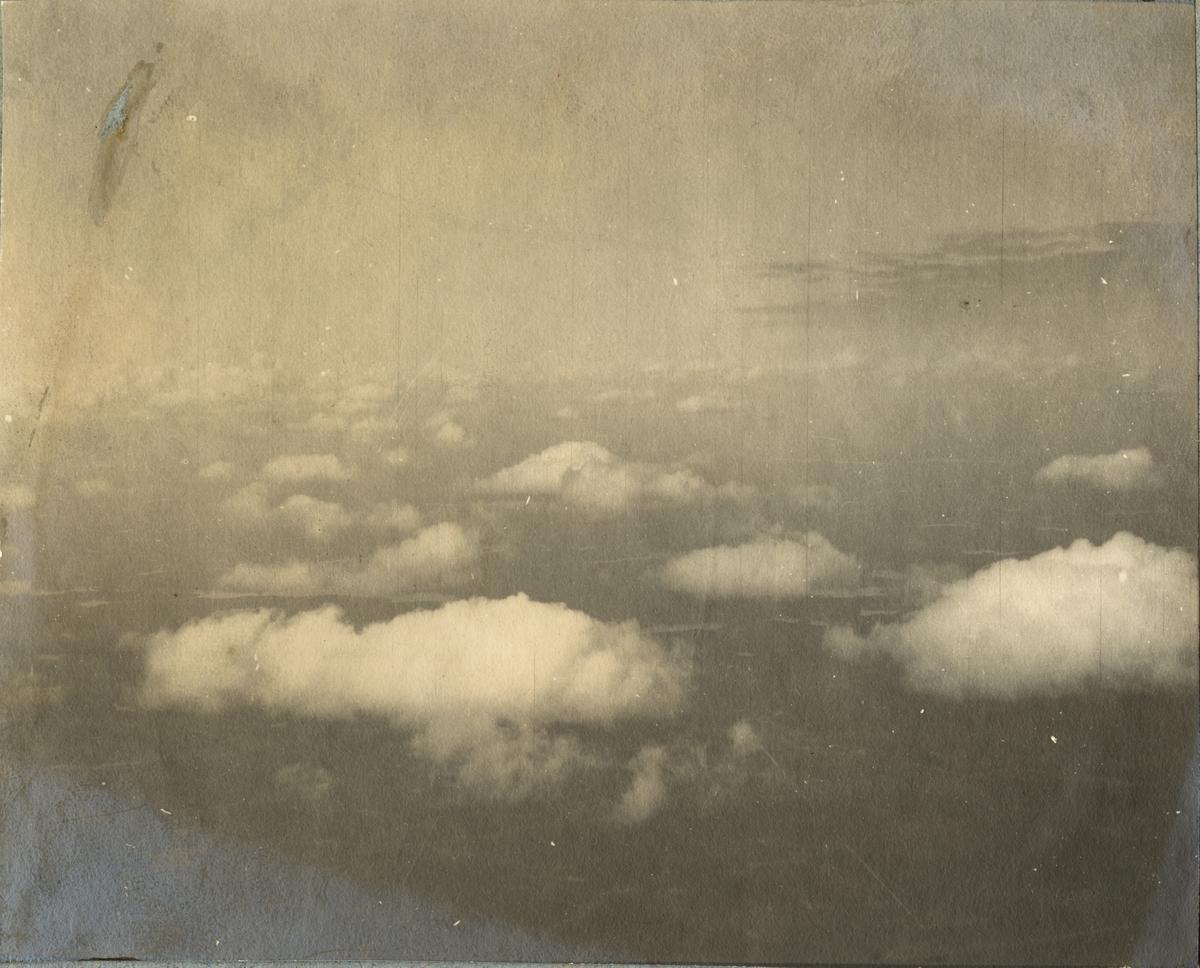 Moln på himlen, foto taget från luftballong.