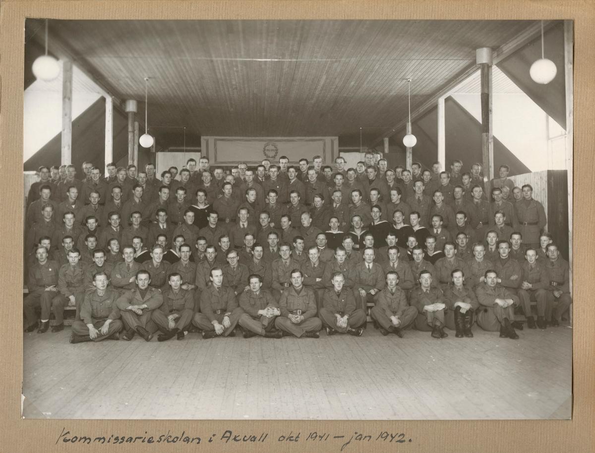 "Text i fotoalbum: ""Komissarieskolan i Axvall okt 1941 - jan 1942""."