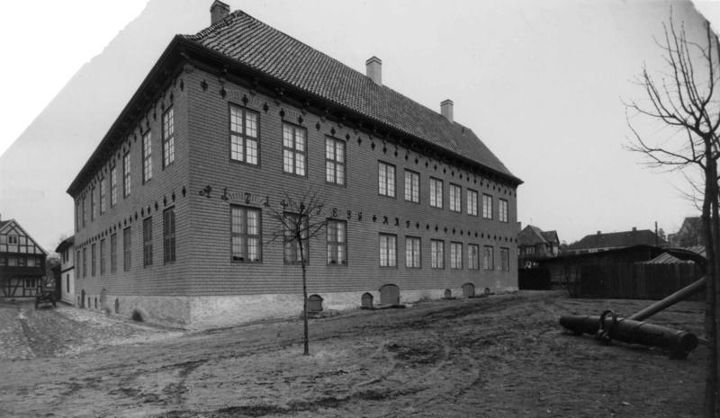 Sjøfartsmuseet i «Generalitetsgården» fra Dronningensgate 15, 1933.