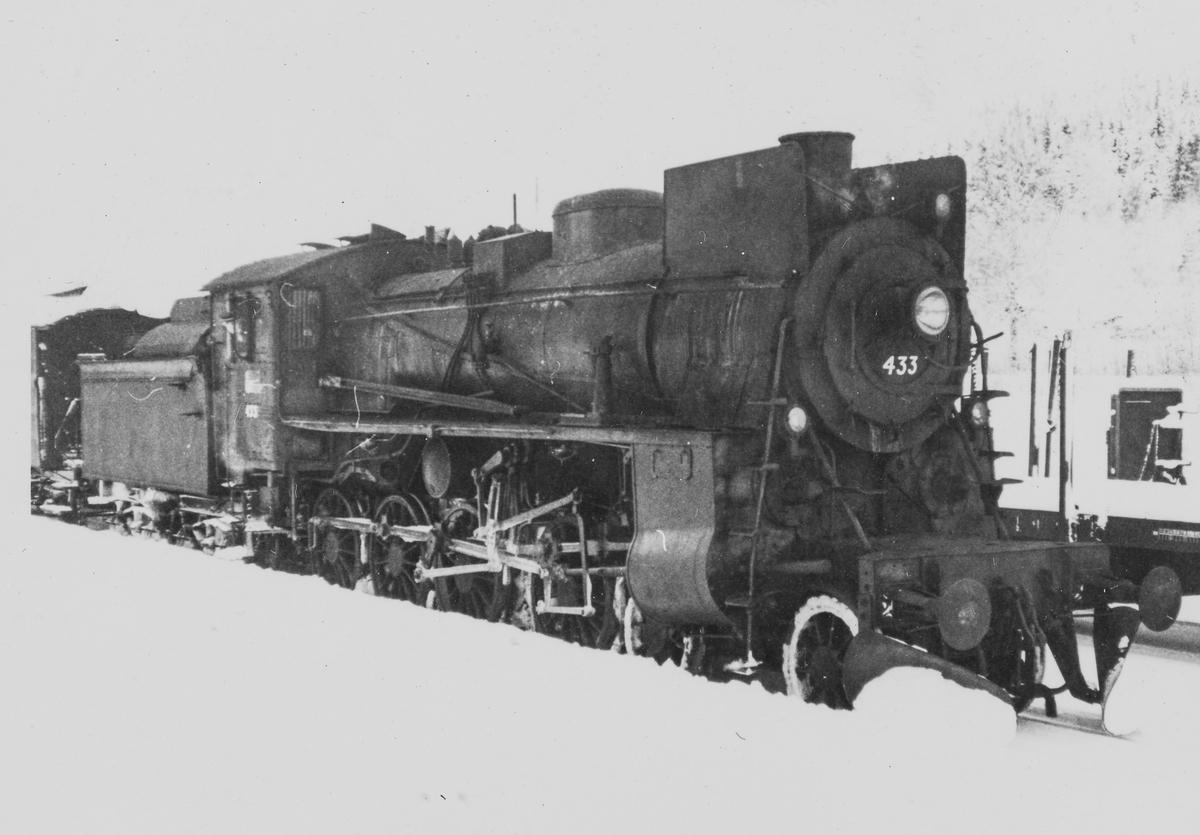 Damplokomotiv type 26c nr. 433 med godstog på Solørbanen