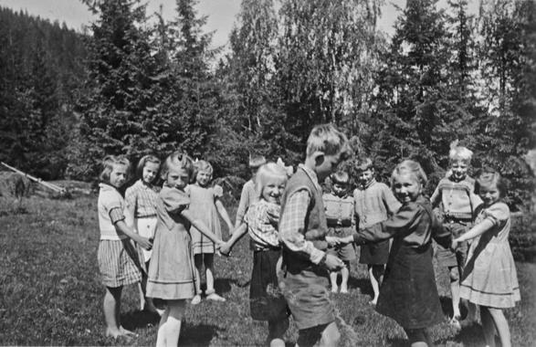 Barn som leker (Foto/Photo)