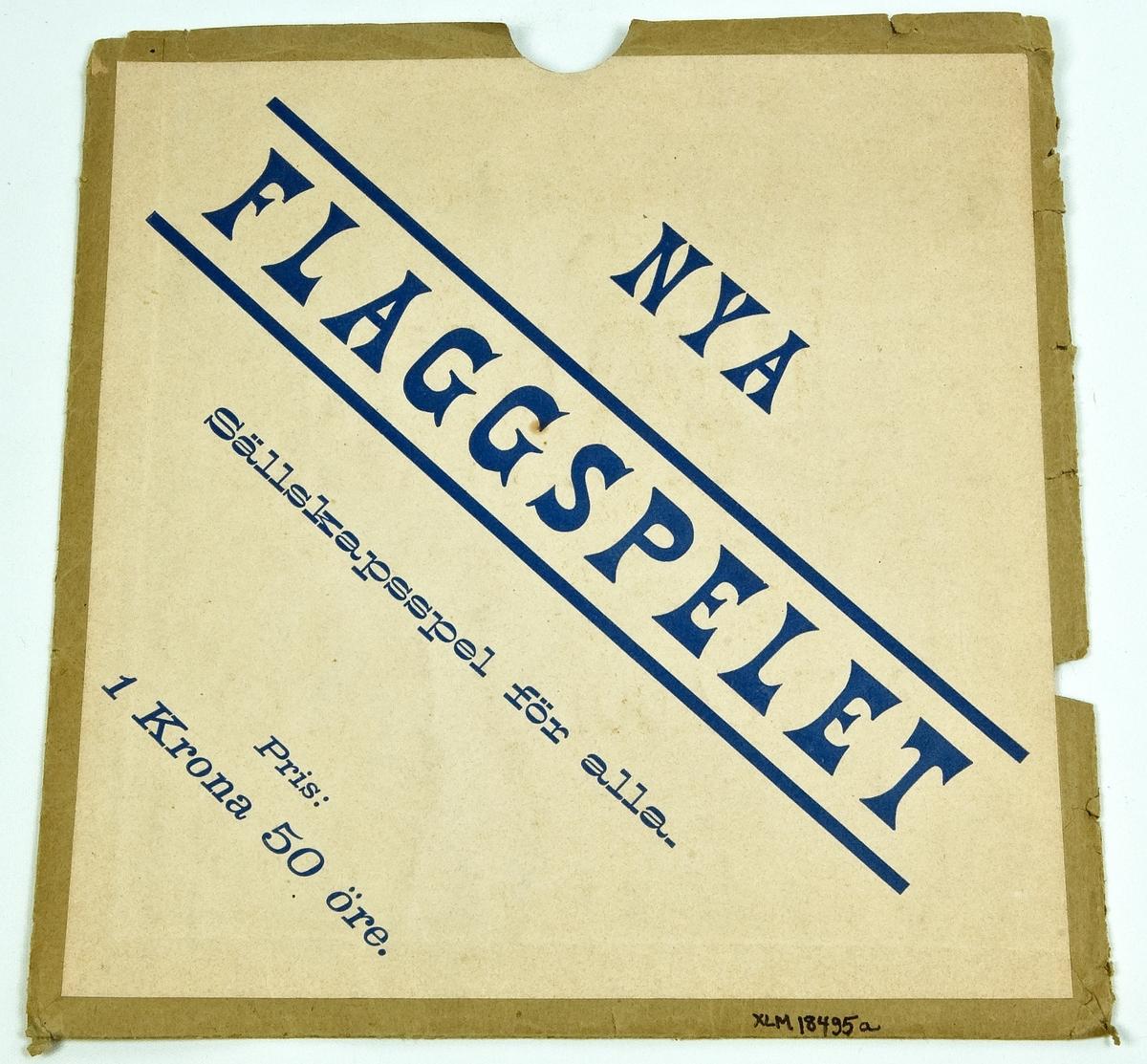 """Kat: kort: Fodral, till Nya Flaggskeppet. Papper. Ena sidan grå med svart tryck """" STÖRSTA LAGER af LEK- SAKER i parti och minut hos A.E. JACOBSSON & Co STOCKHOLM  29 c Drottninggatan 29 c...."""". På andra sidan vitt med blå text """"Nya FLAGGSKEPPET""""."""