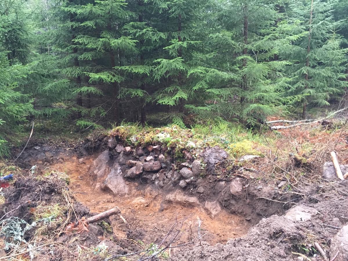 Röjningsröse halverat på mitten och undersökt i samband med en arkeologisk förundersökning i Bellö socken i Eksjö kommun.