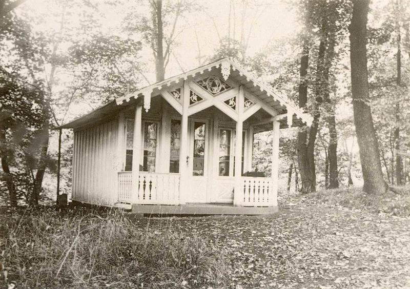 Dukkestuen fra «Heia» før flytting til museet, 1932. (Foto/Photo)