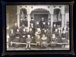 Fotografier fra Gjefsen østre. Portretter, familiebilder, by