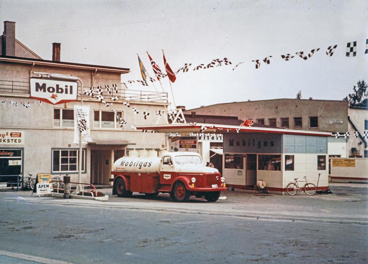 Mobil-stasjon i Kirkegata i Lillehammer. Foto: ukjent (Foto/Photo)
