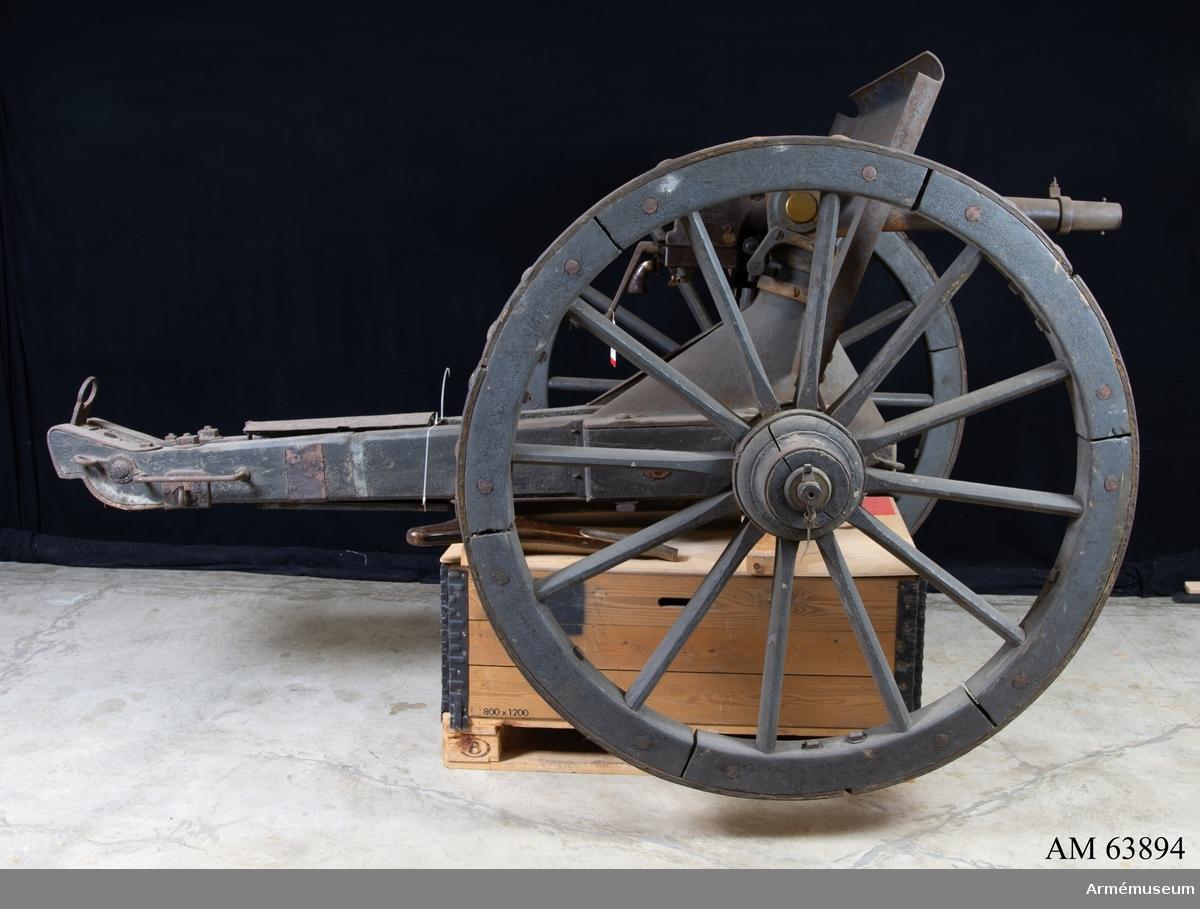 Grupp F I. Lavett m/1831-92 till 5 cm kanon fm/1892. Tillverkningsnummer 1. 37 mm kanon, batteri no 5, Finspång 1892.