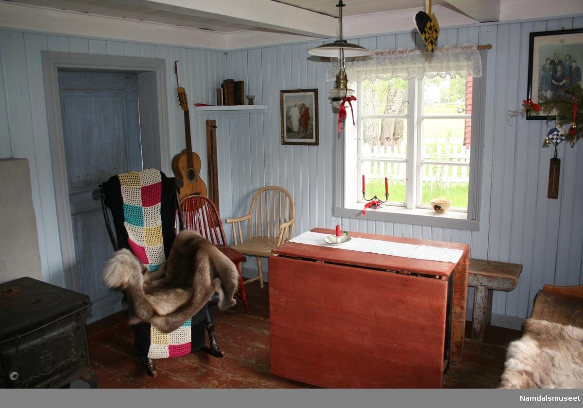 Husmannsstue bygget i laftet tømmer og reisverk.