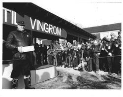 kong Olav delte ut prem. under NM ski. Vingrom