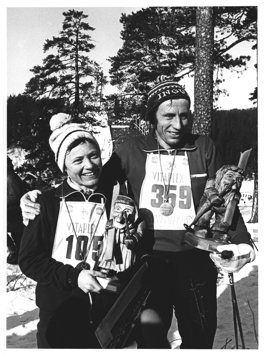 Glade vinnere av Nordmarksmarsjen. Astri Skovdahl fra Fenstad. Ingval Halvorsen fra Eidsvoll