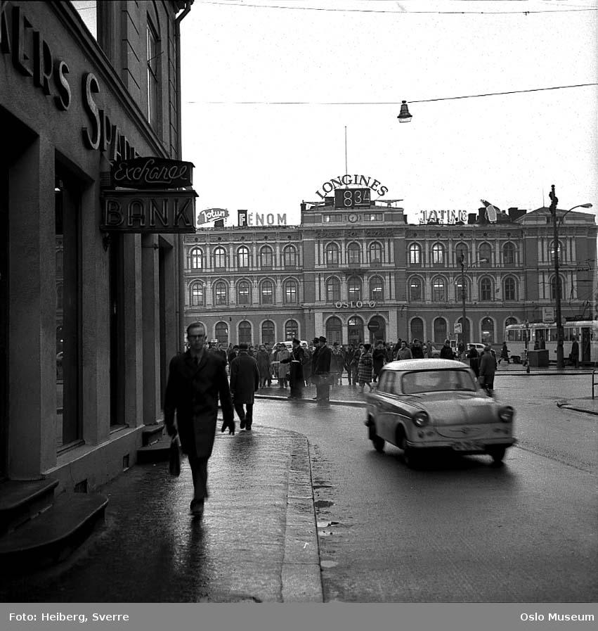 gateløp, mennesker, bil, trikk, forretningsgård, Østbanestasjonen