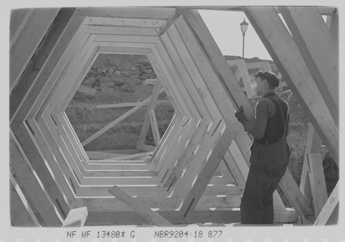 Arbeider ved Skarpsnoparken i forbindelse med tilbluktsrom. Oslo. Fotografert 1940.