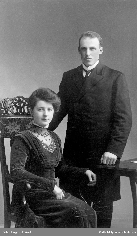 Portrett av Fridjof Funderud (født 1883) og Helga Funderud (født Heli) ca 1905 i Spydeberg.
