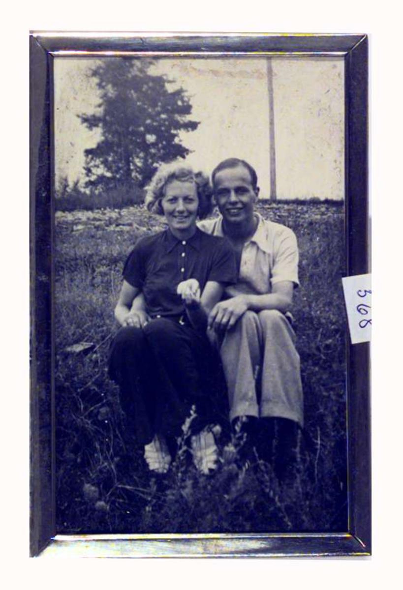 Anders Castus Svarstad jr. sammen med Gunvor Hjerkinn som han forlovet seg med sommeren 1937.