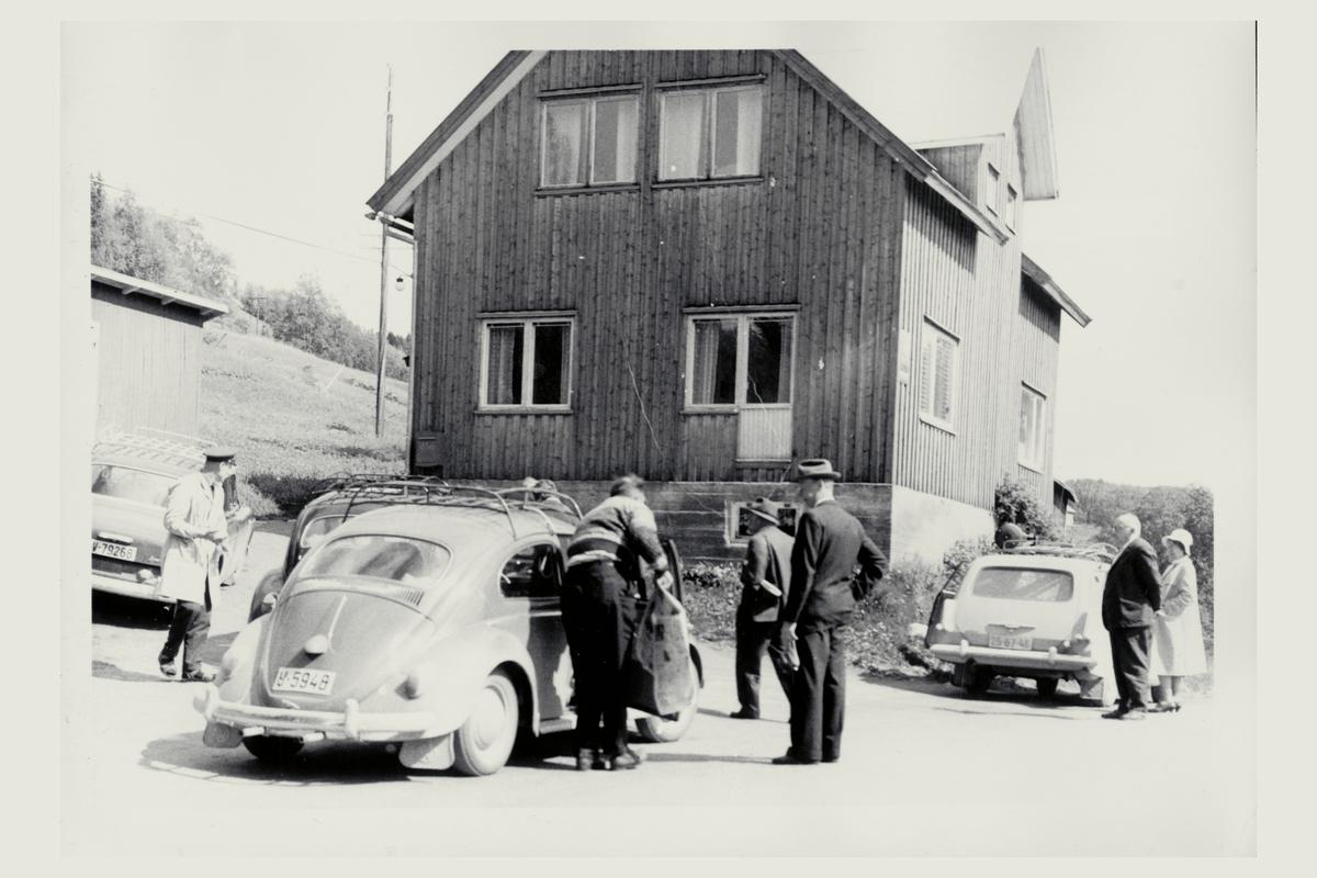 eksteriør, postkontor, 7882 Nordli, biler, menn, kvinne