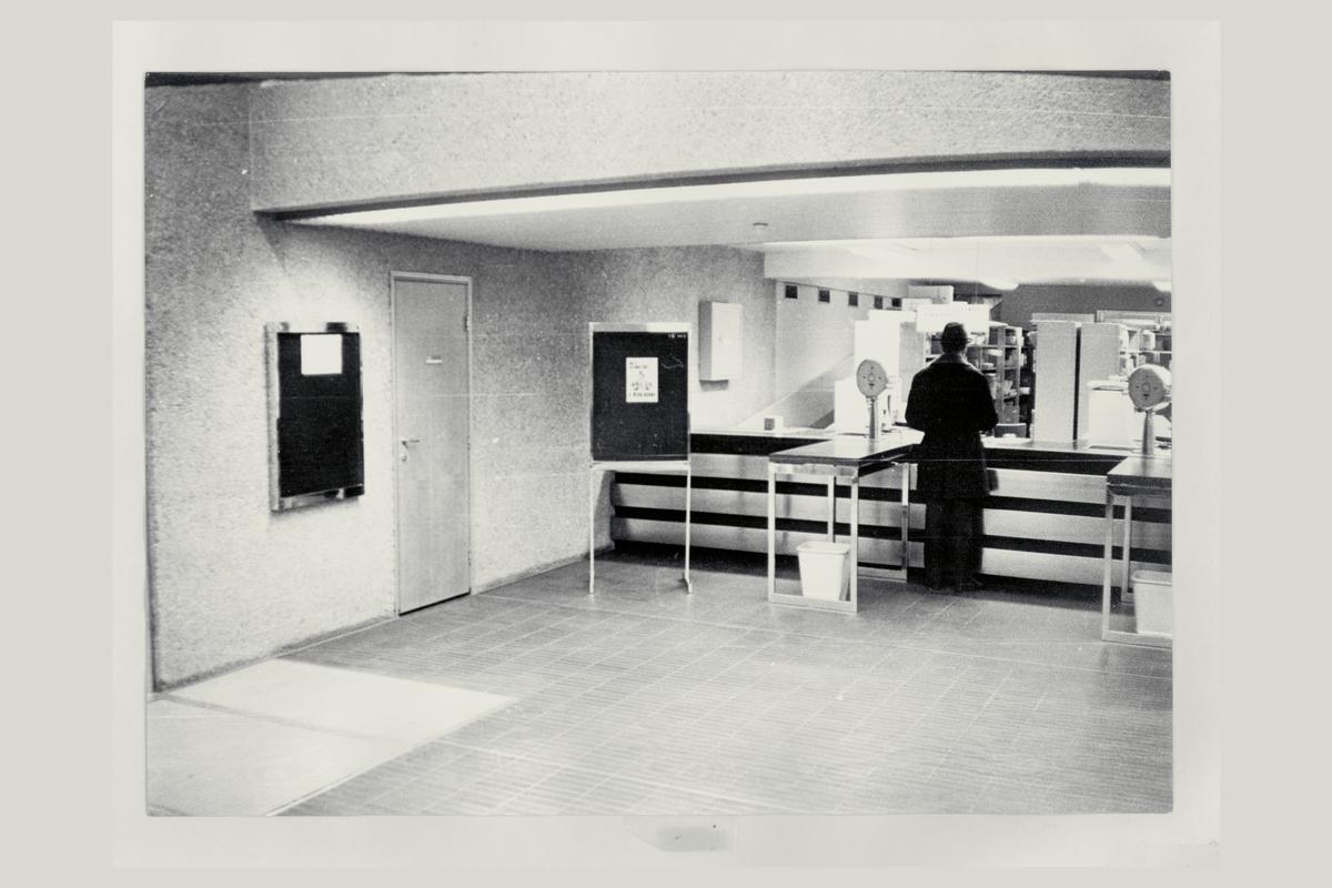 interiør, postkontor, 4001 Stavanger, kunde, mann