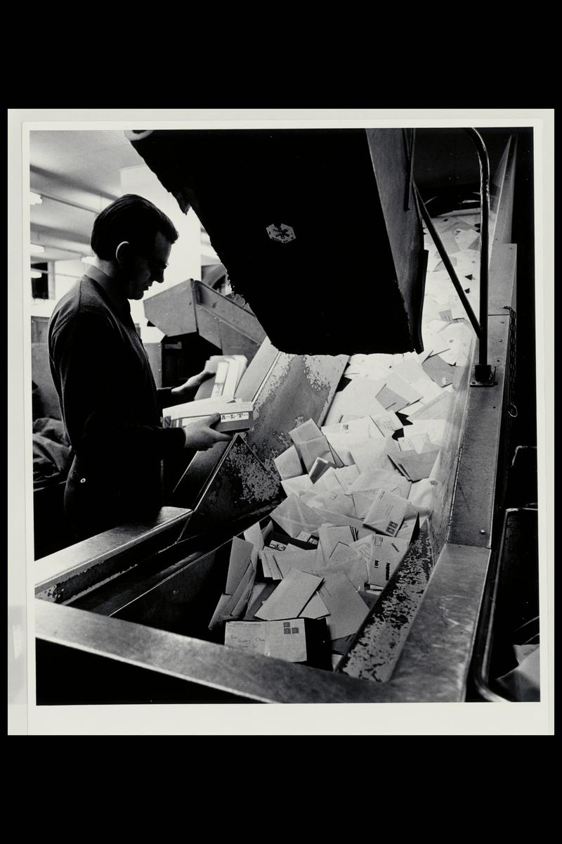 interiør, brevavdelingen, mann, sorteringsanlegget, åpning