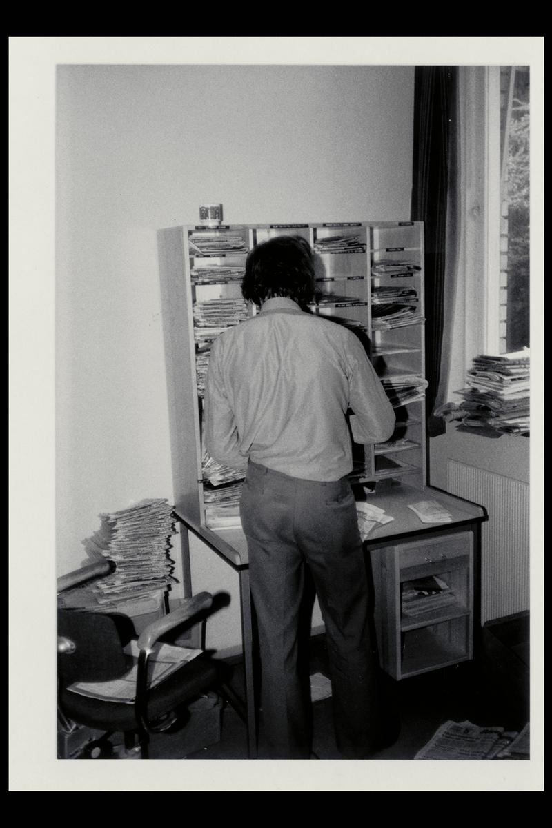 interiør, postkontor, budavdeling, 3770 Kragerø, sortering, mann