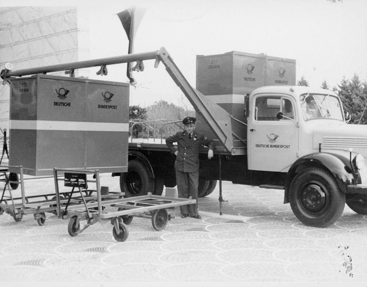 postbehandling, postcontainere, lastebil, mann