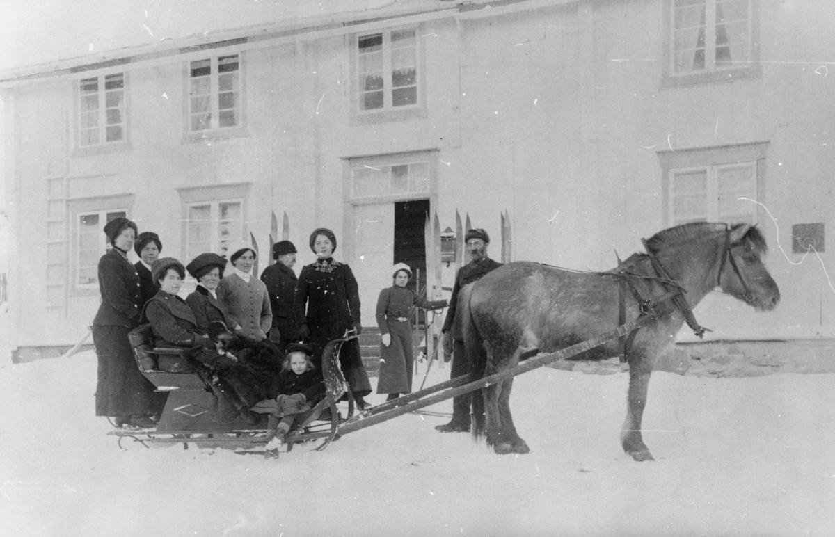transport, hest og slede, kvinner, barn, menn, postkasse, postkontor, 2660 Dombås