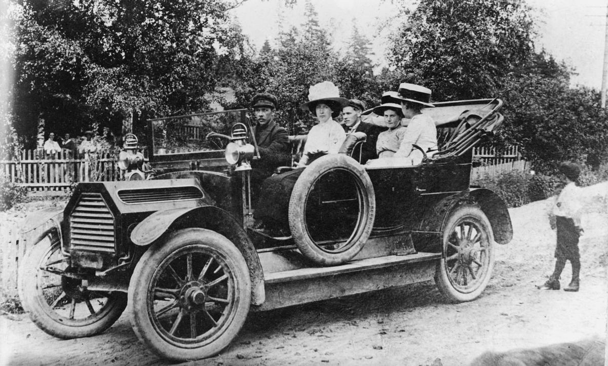 transport, bil, bilruten Mysen - Ørje, to menn, tre kvinner, en gutt