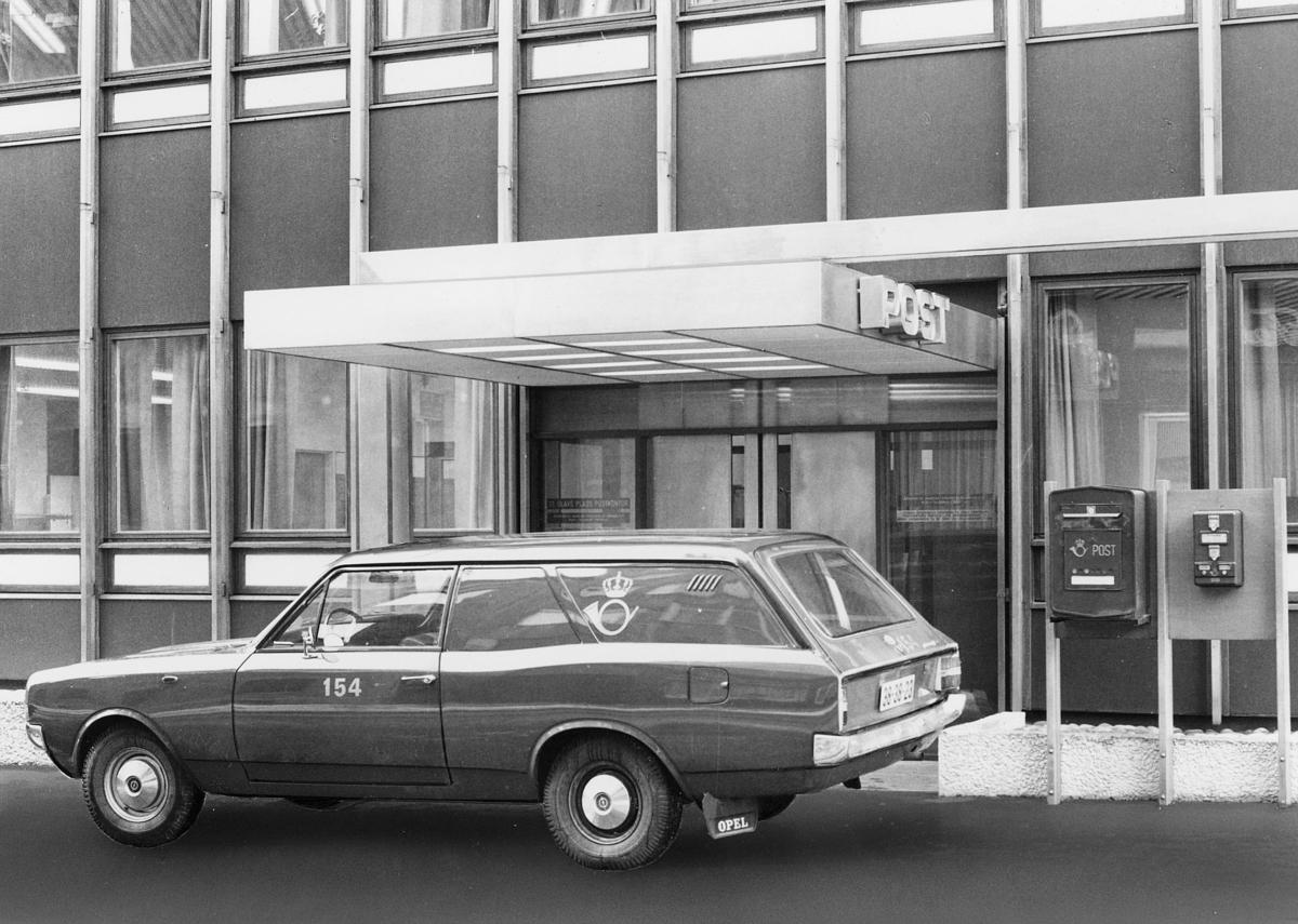 transport, bil, St.Olavs plass, Opel stasjonsvogn, postemblem