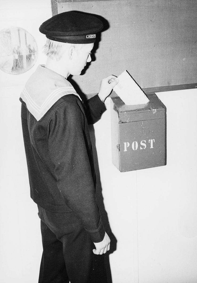 transport, båt, Christian Radich, gutt, postkasse, brev