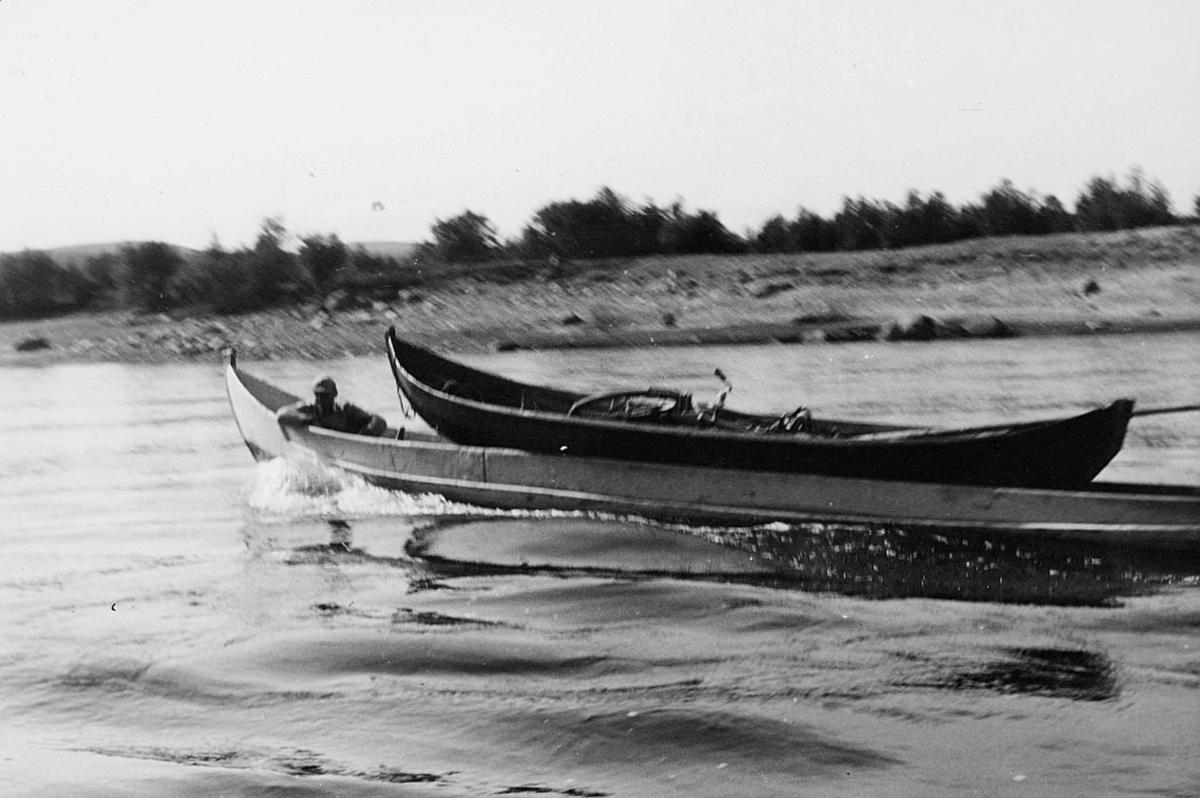 transport båt, 2 elvebåter, på Tana, mann, sykkel