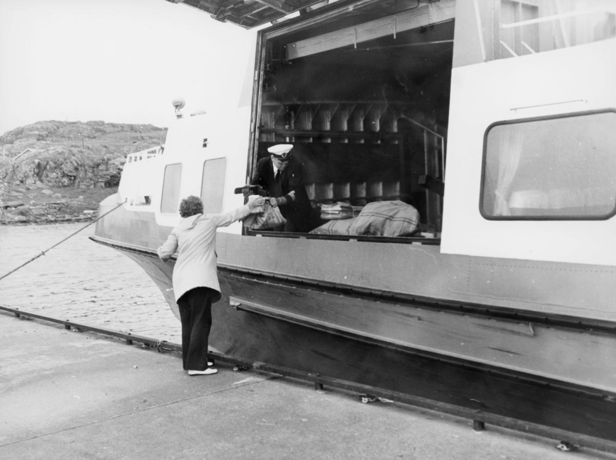 transport, båt, hurtigbåtruten Westamaranen til Stavanger, postsekker, mann, kvinne